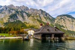 L'?glise de St Bartholomew dans Koenigssee, Konigsee, parc national de Berchtesgaden, Bavi?re, Allemagne image stock