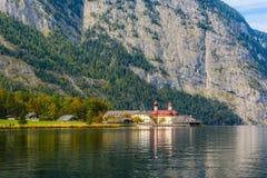 L'?glise de St Bartholomew dans Koenigssee, Konigsee, parc national de Berchtesgaden, Bavi?re, Allemagne photo stock