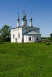 l'église à l'extérieur placent la voie Photos stock