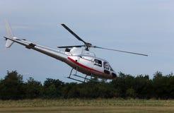L'hélicoptère décolle de l'aéroport pour amener des touristes au-dessus de Image stock
