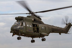 L'hélicoptère de puma de Royal Air Force débarque à l'International royal Photos stock