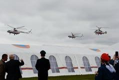 L'hélicoptère EMERCOM de délivrance de la Russie sur la chaîne du centre de délivrance de Noginsk pendant le ` international de s Photos stock