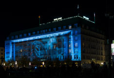 L'hôtel cinq étoiles Adlon dans l'illumination de nuit Image stock