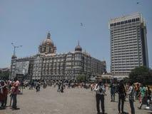 L'h?tel de taj de Mumbai, les gens a rappel?, l'image indienne, endroit de touristes en Inde, voyage photographie stock libre de droits