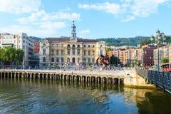 L'hôtel de ville de Bilbao regarde, près de la rivière de nervion, l'Espagne image libre de droits