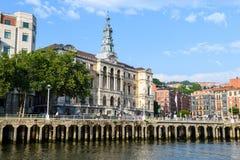 L'hôtel de ville de Bilbao regarde, près de la rivière de nervion, l'Espagne images libres de droits
