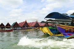 L'hôtel et les bateaux Photo stock