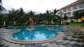 L'hôtel avec la piscine en île de Dao d'escroquerie banque de vidéos