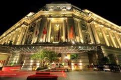 L'hôtel de Fullerton le soir, Singapour photographie stock libre de droits