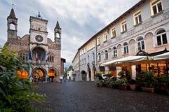 L'hôtel de ville de la ville de Pordenone, Italie images libres de droits