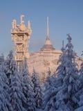 L'hôtel et l'émetteur ont plaisanté dans l'horaire d'hiver Photos libres de droits