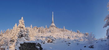 L'hôtel et l'émetteur ont plaisanté dans l'horaire d'hiver Photographie stock libre de droits