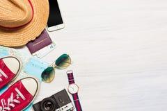 L'habillement d'accessoires de voyage et d'habillement le long pour les hommes Photo libre de droits