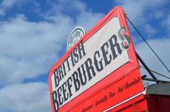 L'hamburger del manzo firma dentro il retro stile Fotografia Stock