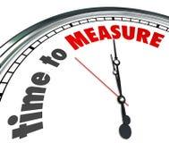 L'heure de mesurer des mots synchronisent le niveau des performances de mesure Photographie stock libre de droits
