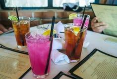 L'heure du déjeuner boit au restaurant de Tohono Chul Park, Tucson, Arizona Image libre de droits