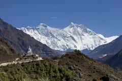 L'Himalaya, Nepal bello tempo soleggiato e viste spettacolari sull'Everest, il più alta montagna nel mondo Immagini Stock Libere da Diritti