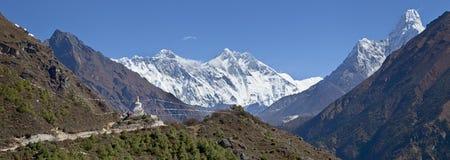 L'Himalaya, Nepal bello tempo soleggiato e viste spettacolari sull'Everest, il più alta montagna nel mondo Fotografia Stock