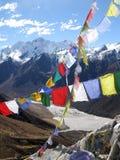 L'Himalaya prie des drapeaux Image libre de droits