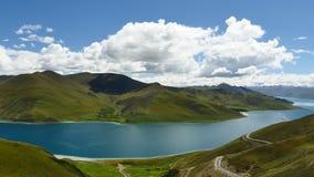 L'Himalaya Thibet de Yamdrok de lac mountain banque de vidéos