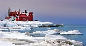 L'hiver au phare de Betsie de point, Etats-Unis Photos stock