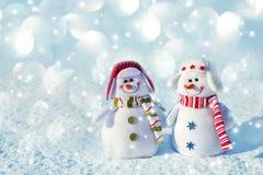 L'hiver Bonhomme de neige sur la neige Photographie stock libre de droits