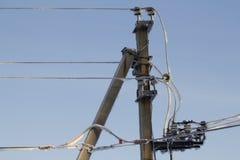 L'hiver d'énergie électrique de fil photographie stock libre de droits