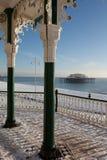 L'hiver d'architecture de neige de bord de la mer de pilier photographie stock