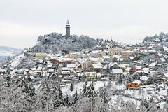 L'hiver dans la ville historique avec des miradors - Stramberk Photo stock