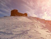 l'hiver de Carpathiens Vieil observatoire polonais sur le bruit Ivan, 20 de bâti Images stock