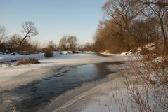 l'hiver de fleuve Image libre de droits