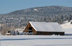 l'hiver de grange Photographie stock libre de droits