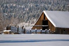 l'hiver de grange Photos libres de droits