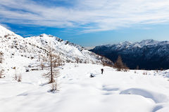 L'hiver de montagne de randonneur Photos stock