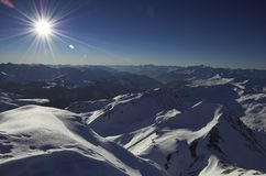 l'hiver de première vue de montagne Image stock