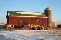 l'hiver de rouge de grange Images libres de droits