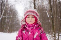 l'hiver de sourire de fille Photos libres de droits