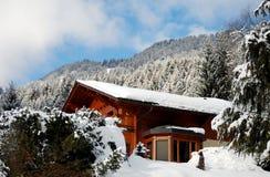 l'hiver de Suisse de chalet photos libres de droits