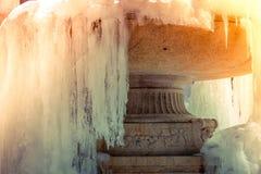 L'hiver dernier dans la fontaine congelée par New York Photographie stock libre de droits