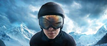 l'hiver neigeux kiting de sports de ski de fleuve photo stock