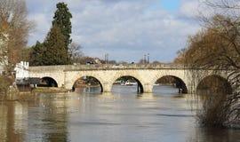 L'hiver sur le fleuve la Tamise dans Berkshire, Angleterre Image libre de droits