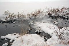 L'hiver sur le lac Belles vues dégelées photos libres de droits