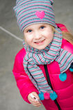 L'hiver vêtx le portrait de petite fille Photographie stock