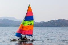 L'hobby dell'yacht colora la navigazione della diga Immagini Stock