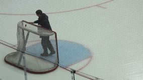 L'hockey gates il primo piano stock footage