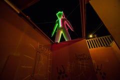 L'homme à l'homme brûlant 2015 tout en marchant par le labyrinthe Photos libres de droits