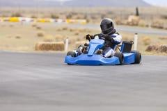 L'homme adulte vont coureur de kart photo libre de droits