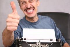 L'homme affiche le geste par fing Photographie stock libre de droits