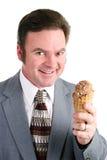 L'homme aime la crème glacée de chocolat Photographie stock libre de droits