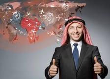 L'homme arabe dans le concept de voyage du monde Images stock